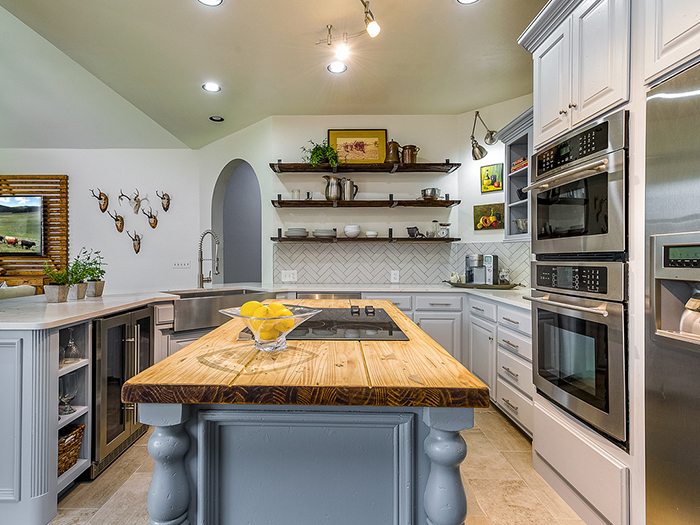 A U-shaped kitchen layout -- According to a Houzz study, this is the second most popular kitchen layout. Photo courtesy of Bill Wilson.