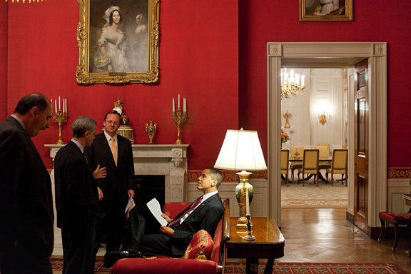 the worlds most famous home is decorated in the traditional style as this photo illustrates here you see us president barack obama and his staff in the - Traditional Home Decor